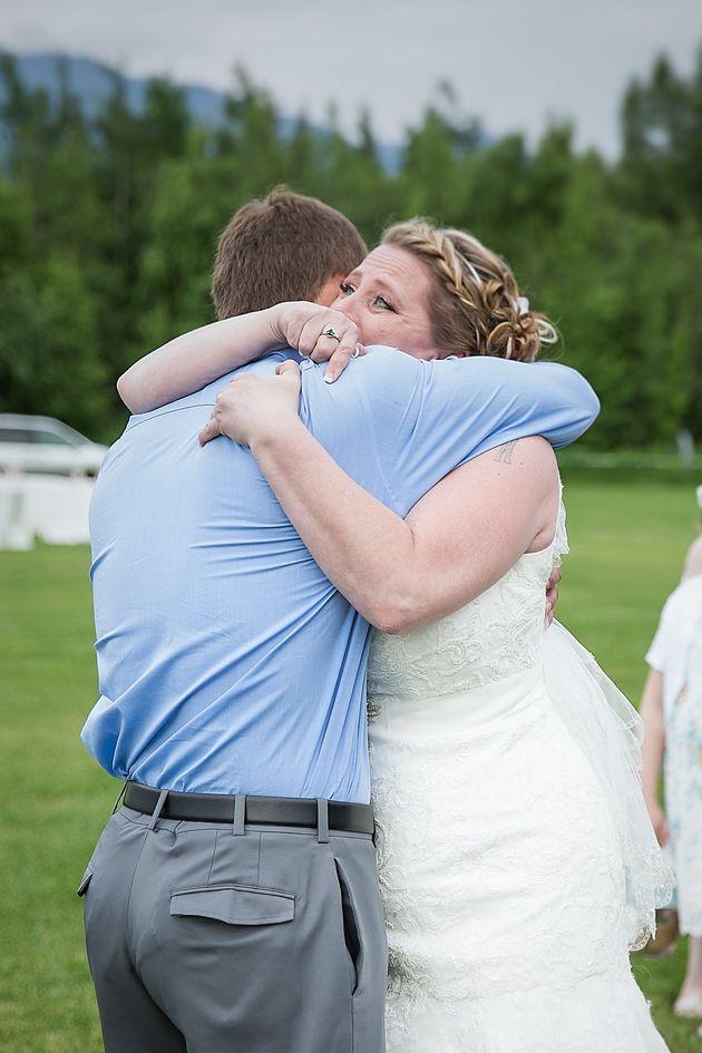 「あなたの息子のおかげで生きています」心臓移植を受けた男性が結婚式に出席