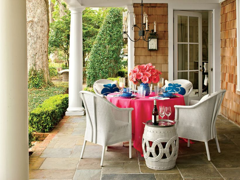 <em>Above, a graceful chandelier adds a touch of refined style to an outdoor dining room designed by Phoebe Howard,</em> <a r