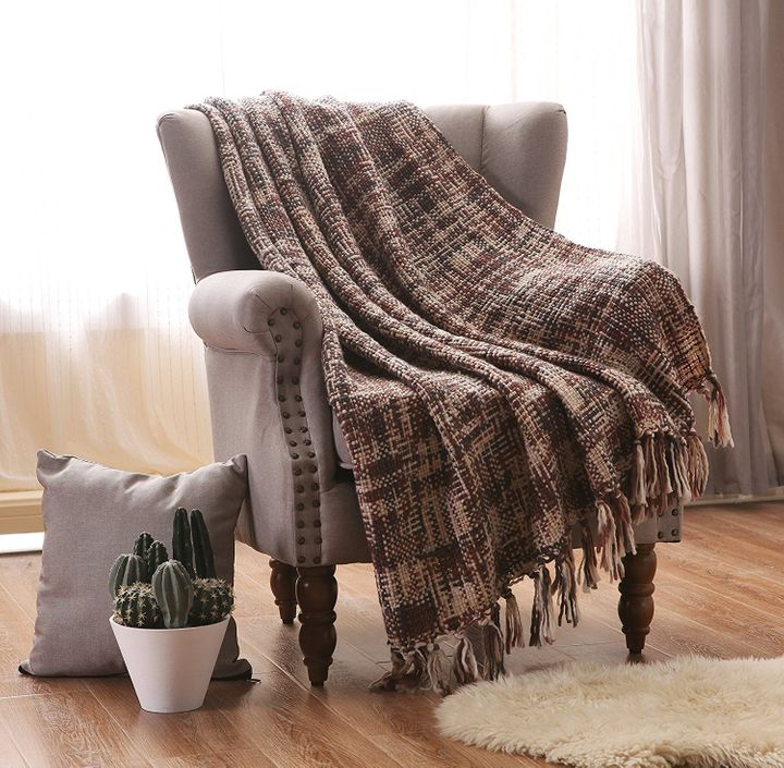 Save 40% when you order one of these knitted throw blankets today for only $11.99.