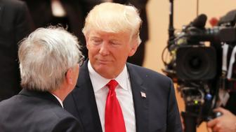 U.S. President Donald Trump talks to President of the European Commission Jean-Claude Juncker  at the beginning of the third working session of the G20 meeting in Hamburg, Germany, July 8, 2017. REUTERS/Ludovic Marin/POOL