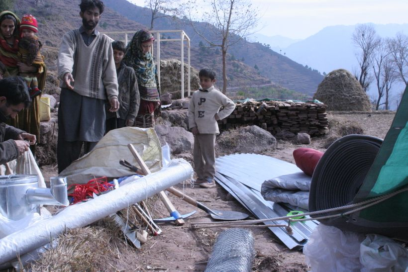USAID DELIVERS HOME KIT AFTER PAKISTAN QUAKE IN 2005