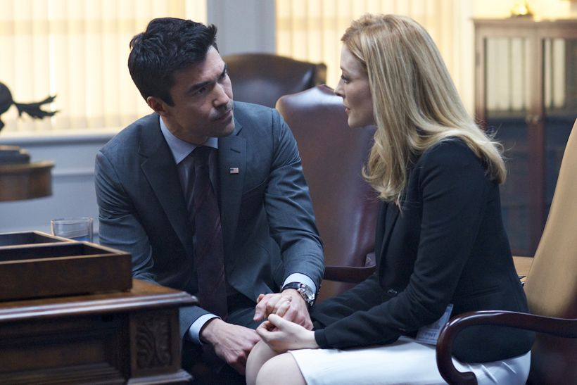 Ian Anthony Dale as Harris and Jennifer Finnigan as Grace.