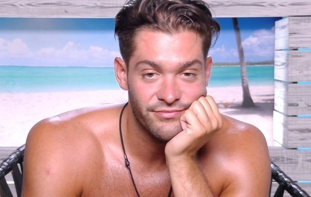 Love Island's Jonny Defends Himself After Accusations Of 'Controlling'