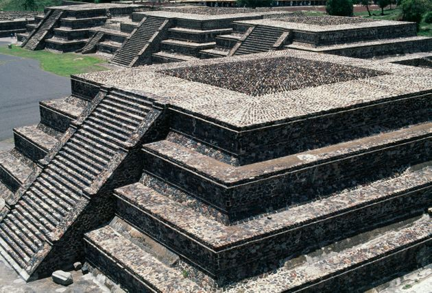 The altars in the square of the Pyramid of the