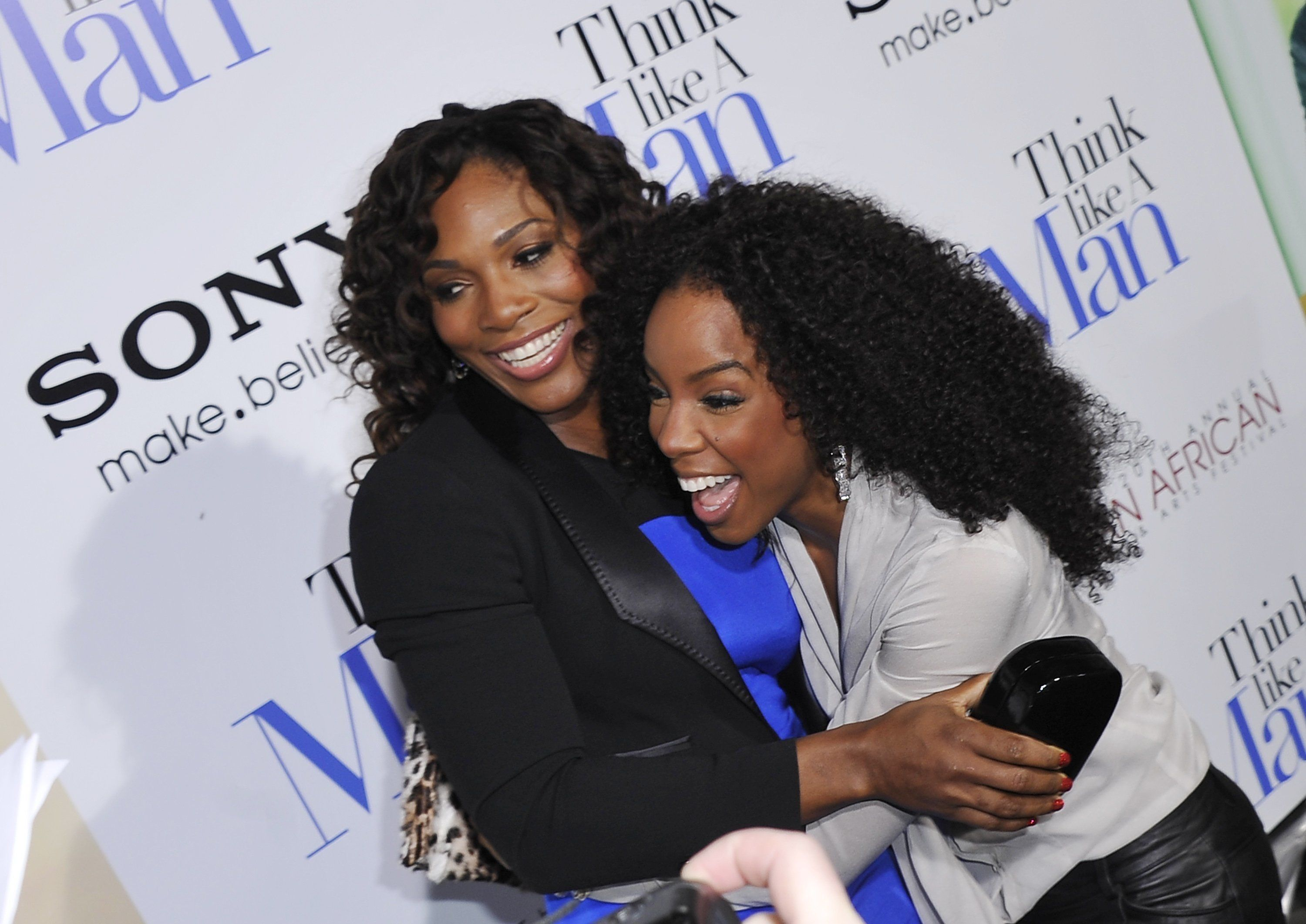 Serena Williams studying pal Kelly Rowland's baby book