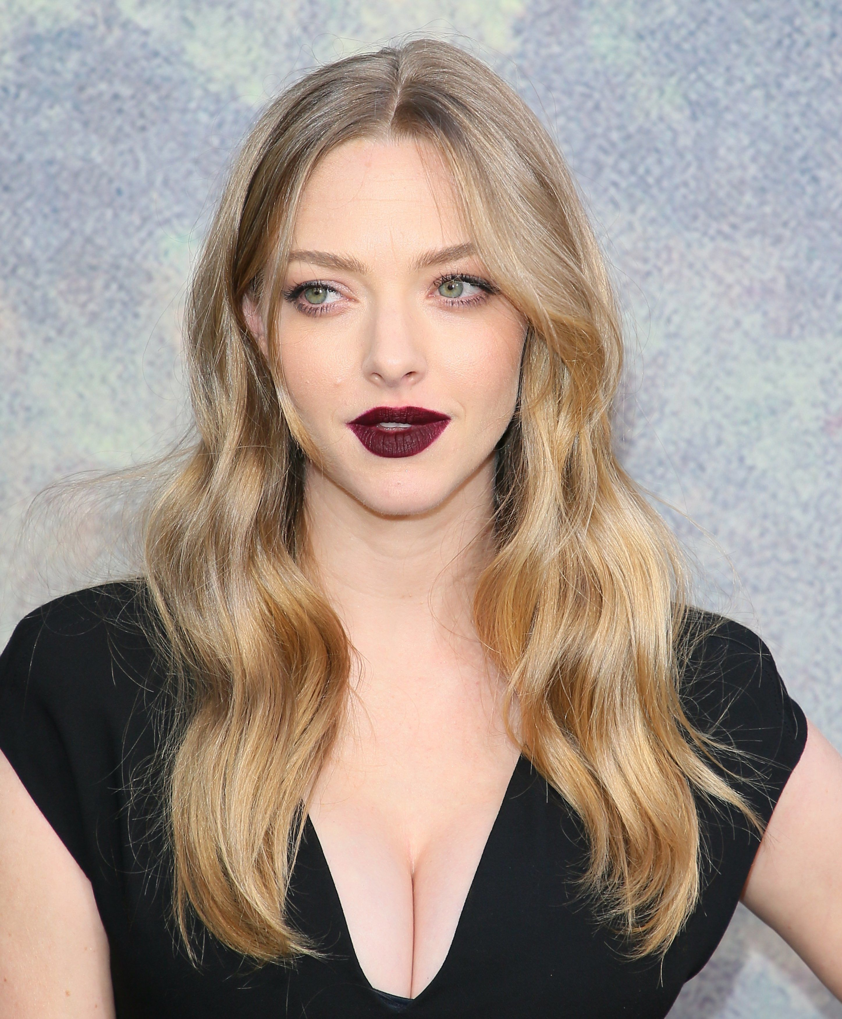 Budding Bard Amanda Seyfried Announced Her Pregnancy Via ...
