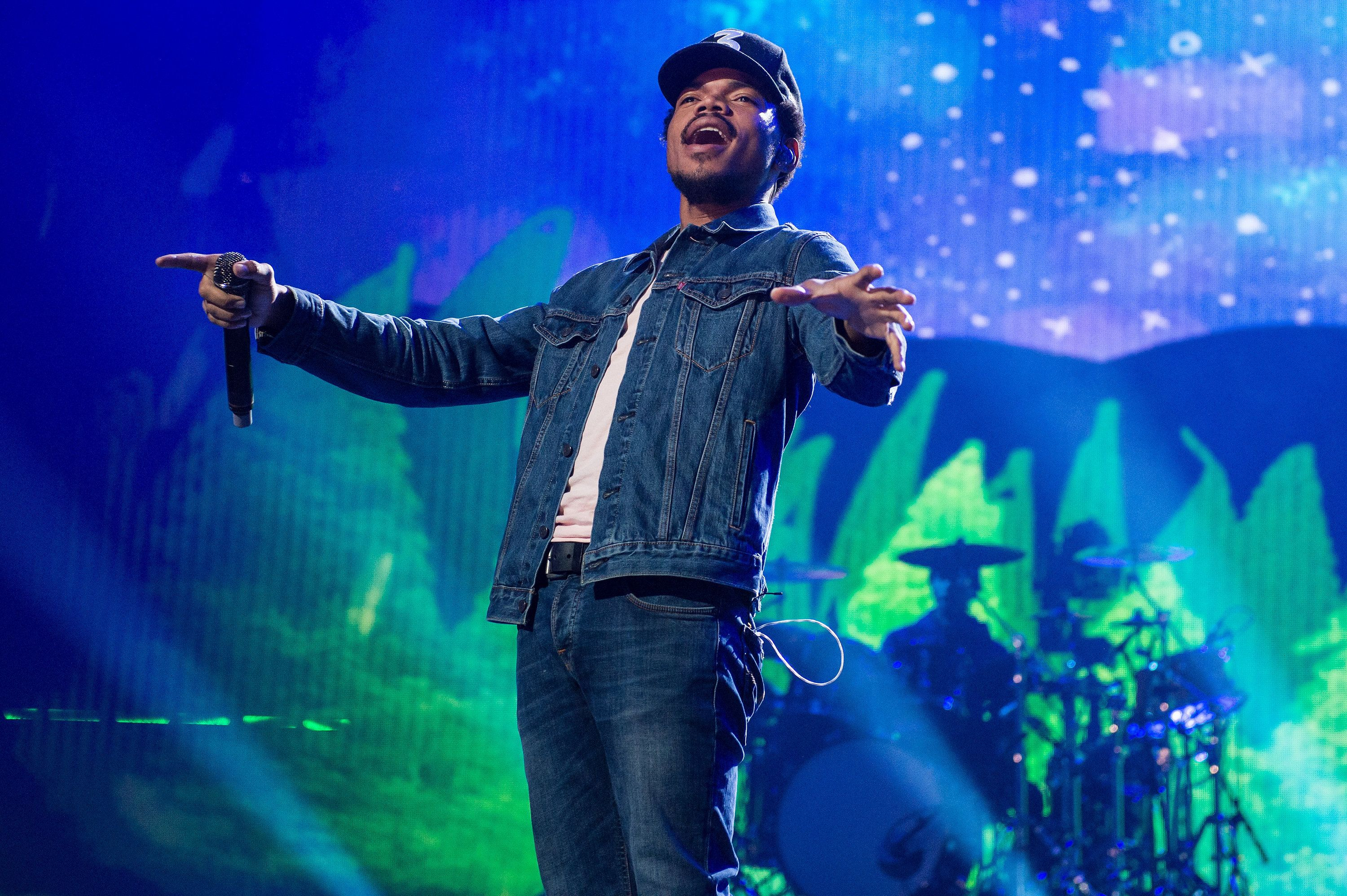 LONDON, ENGLAND - SEPTEMBER 30:  Chance The Rapper performs at the Apple Music Festival at The Roundhouse on September 30, 2016 in London, England.  (Photo by Brian Rasic/WireImage)