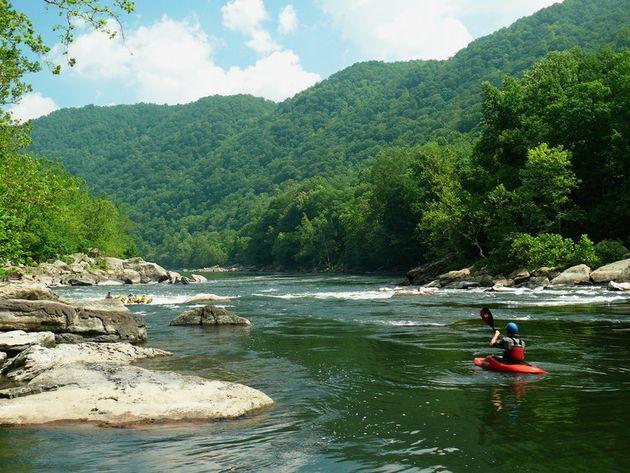 Navegando de caiaque no Rio Novo, Condado de Fayette, West Virginia. (Ken Thomas/Wikimedia