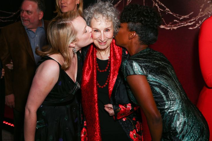 Margaret Atwood poses with <i>Handmaid's Tale </i>stars&nbsp;Elisabeth Moss and Samira Wiley at the show's premier in April.