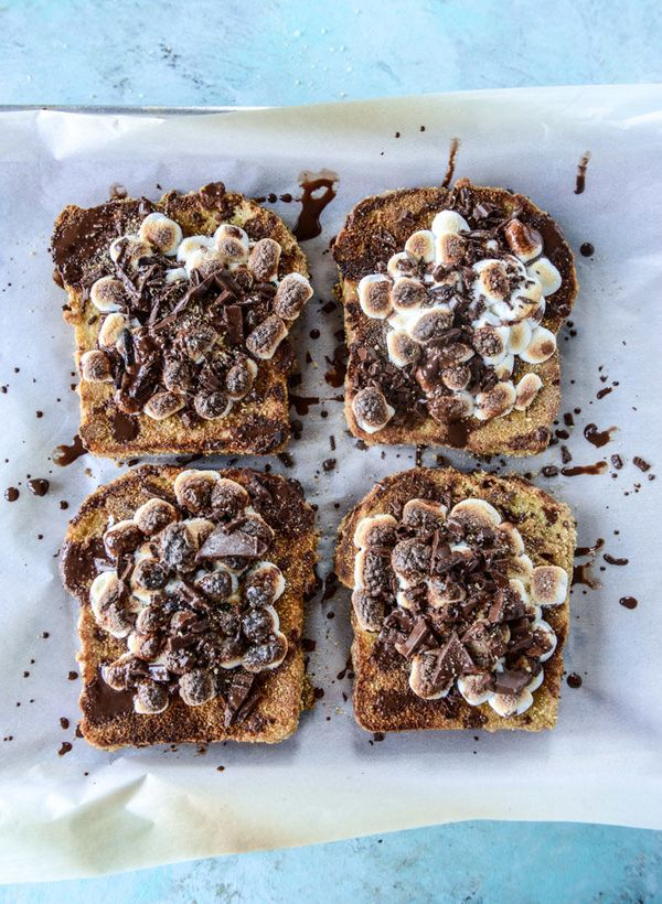 """<strong>Get the <a href=""""http://www.howsweeteats.com/2016/09/smores-french-toast/"""" target=""""_blank"""">S'mores French Toast recip"""