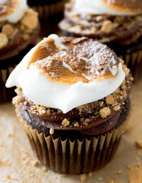 """<strong>Get the <a href=""""https://sallysbakingaddiction.com/2014/05/22/marshmallow-filled-smores-cupcakes/"""" target=""""_blank"""">Ma"""