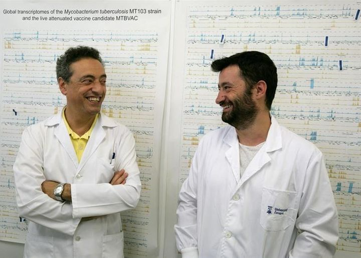 <p>Investigators from the University of Zaragoza, Dr Nacho Aguiló (right) and Prof Carlos Martín (left) </p>