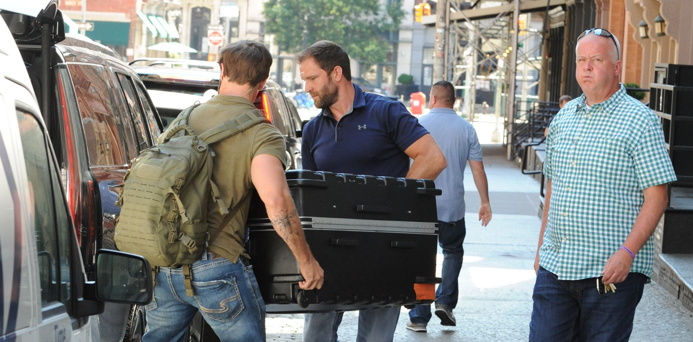 No, Taylor Swift Is Not Being Carried Around New York In A Suitcase
