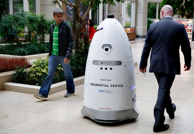 Security robot 'drowns' self in fountain, internet goes nuts