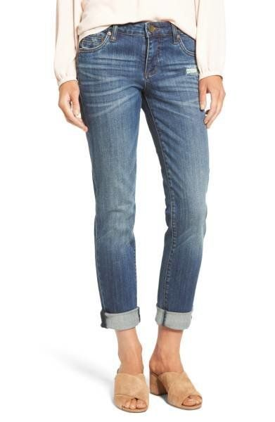 You don't have to sacrifice style for comfort even when you're on vacation. These denim jeans can be dressed up or down and t