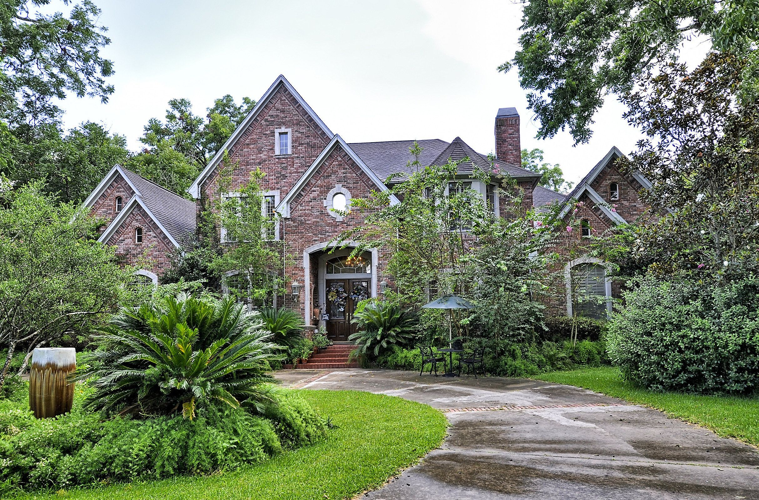 The unassuming exterior of a home for sale in Richmond, Texas.