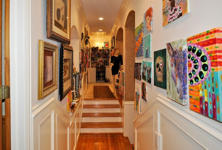 A hallway doubles as an art gallery. Note the docent.