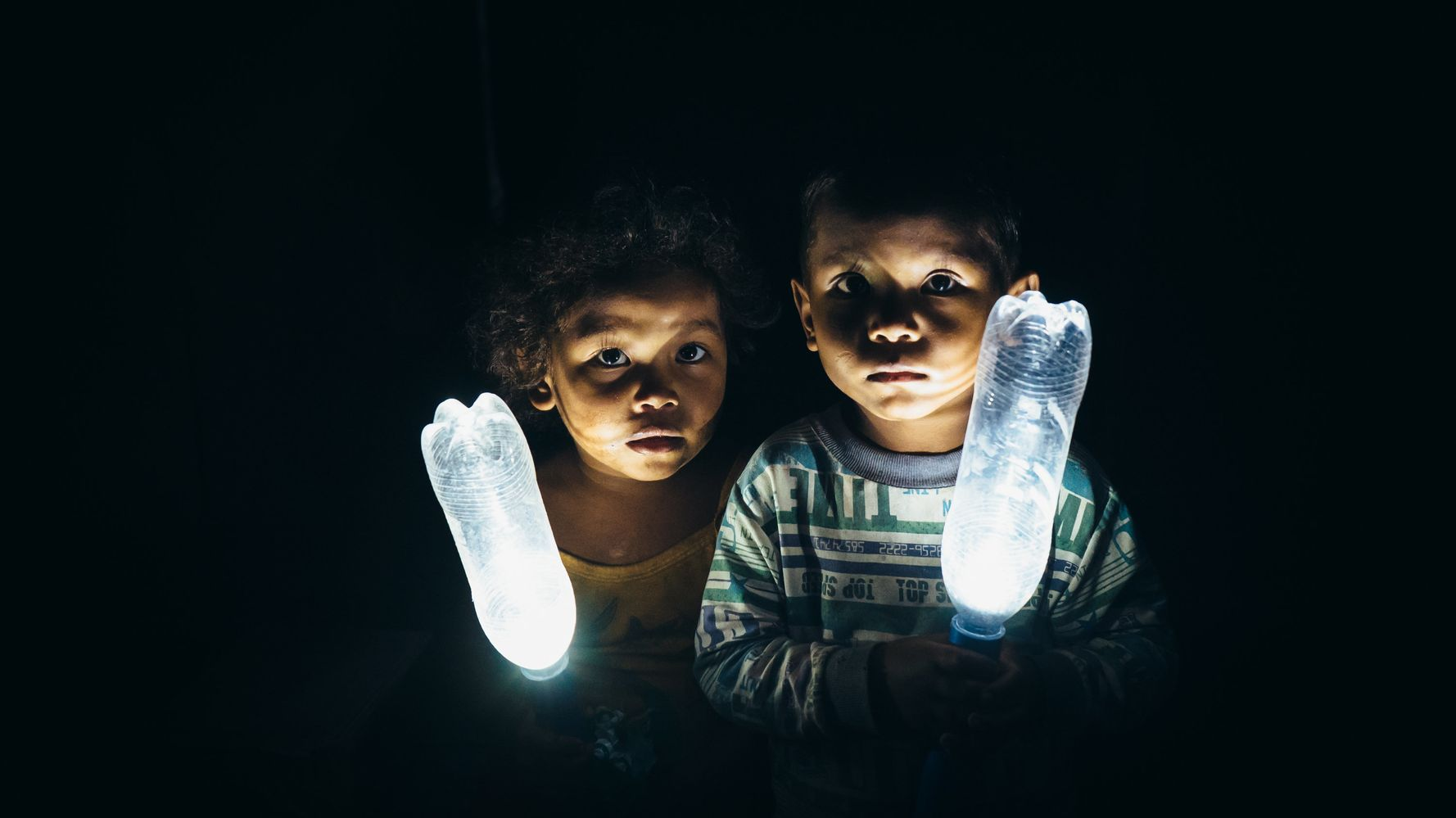 These Plastic Bottles Full Of Water And Bleach Light Up Homes