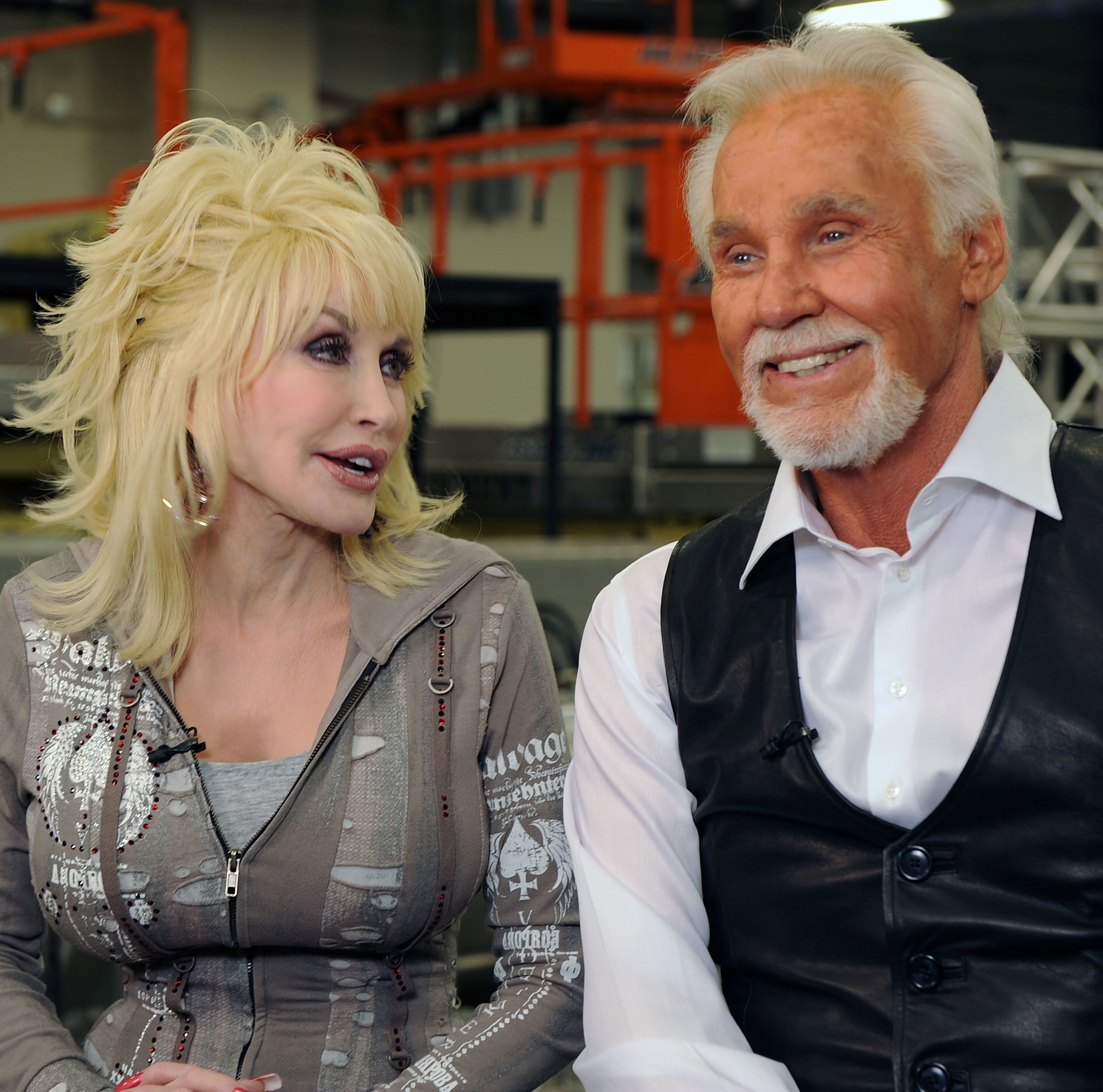 LEDYARD CENTER, CT - APRIL 10:  ***EXCLUSIVE COVERAGE***   Singers/Songwriters Dolly Parton and Honoree Kenny Rogers Backstage at the Kenny Rogers: The First 50 Years  show at the MGM Grand at Foxwoods on April 10, 2010 in Ledyard Center, Connecticut. (Photo by Rick Diamond/Getty Images)