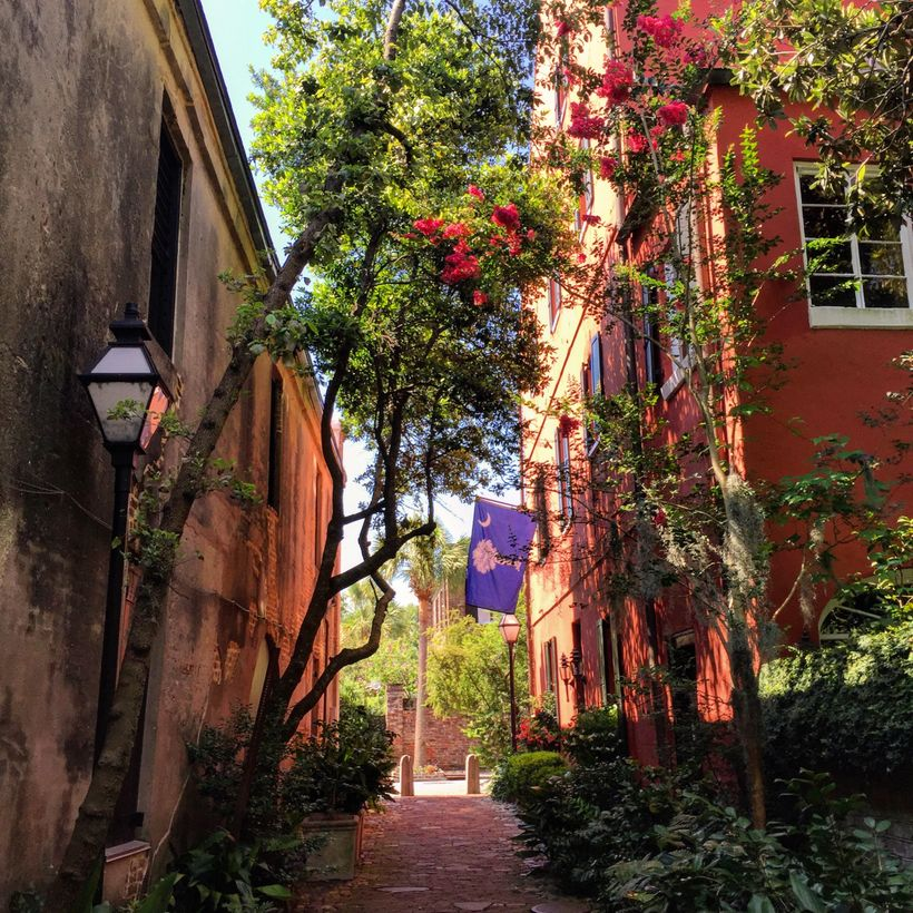 The best way to explore Charleston is to wander down the backstreets and alleys, poke your head into gardens, and stroll thro