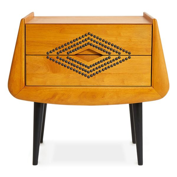 "<a href=""http://www.jonathanadler.com/"" target=""_blank"">Jonathan Adler </a>is a high-end designer furniture and home decor si"