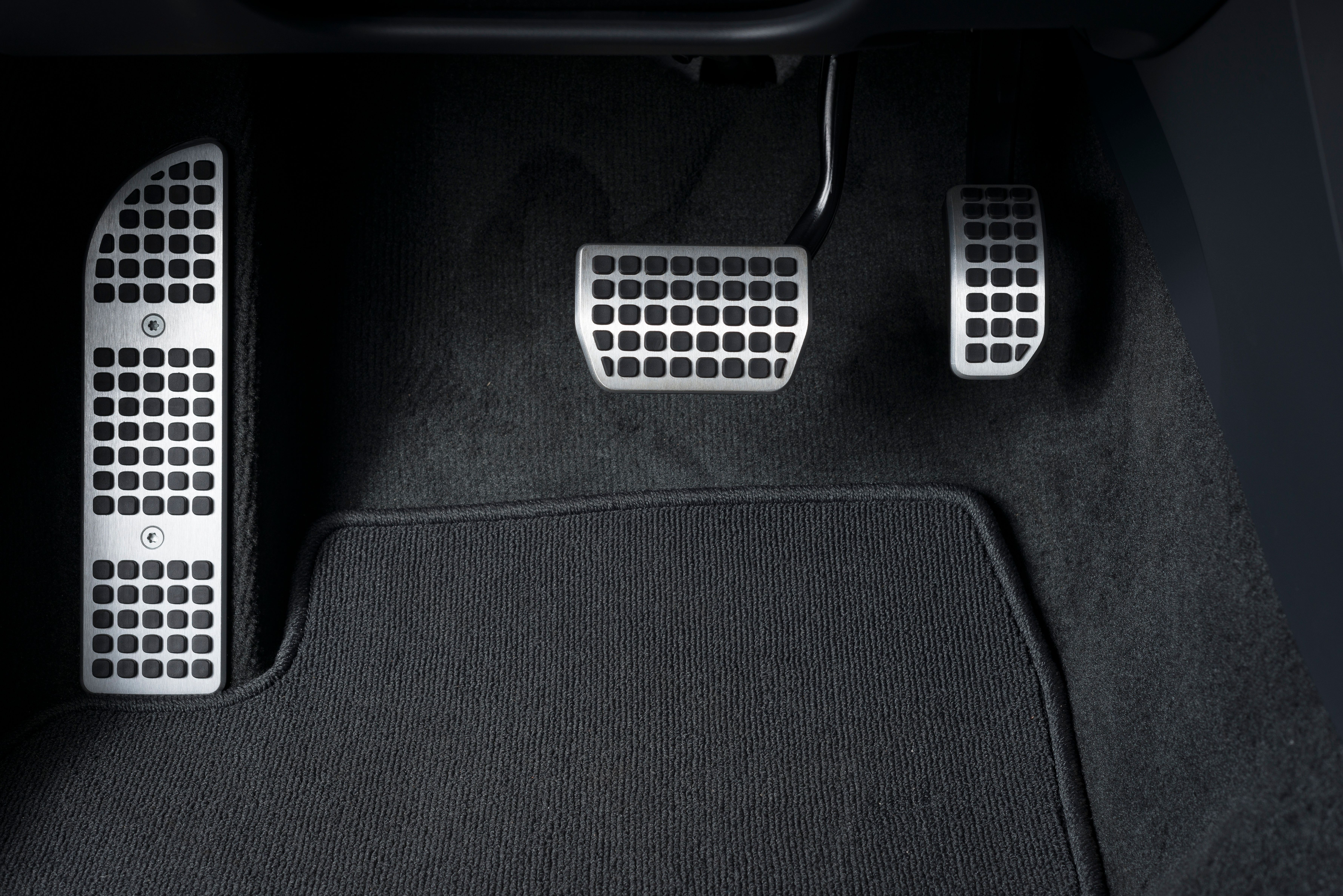 Nissans New Leaf Electric Car Can Be Driven Without A Brake Pedal