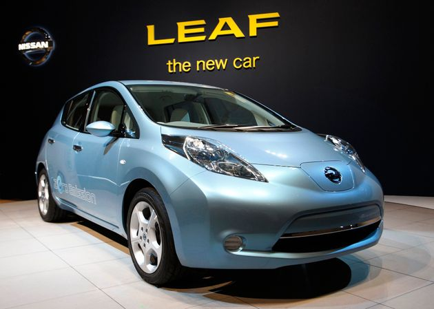 nissan 39 s new leaf electric car can be driven without a brake pedal. Black Bedroom Furniture Sets. Home Design Ideas