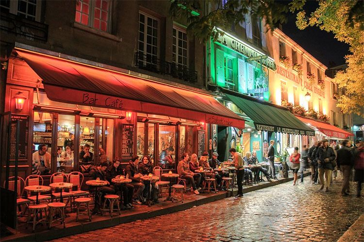 Paris is full of options when it comes to grabbing dinner, drinks or coffee during an evening stroll through the neighborhood