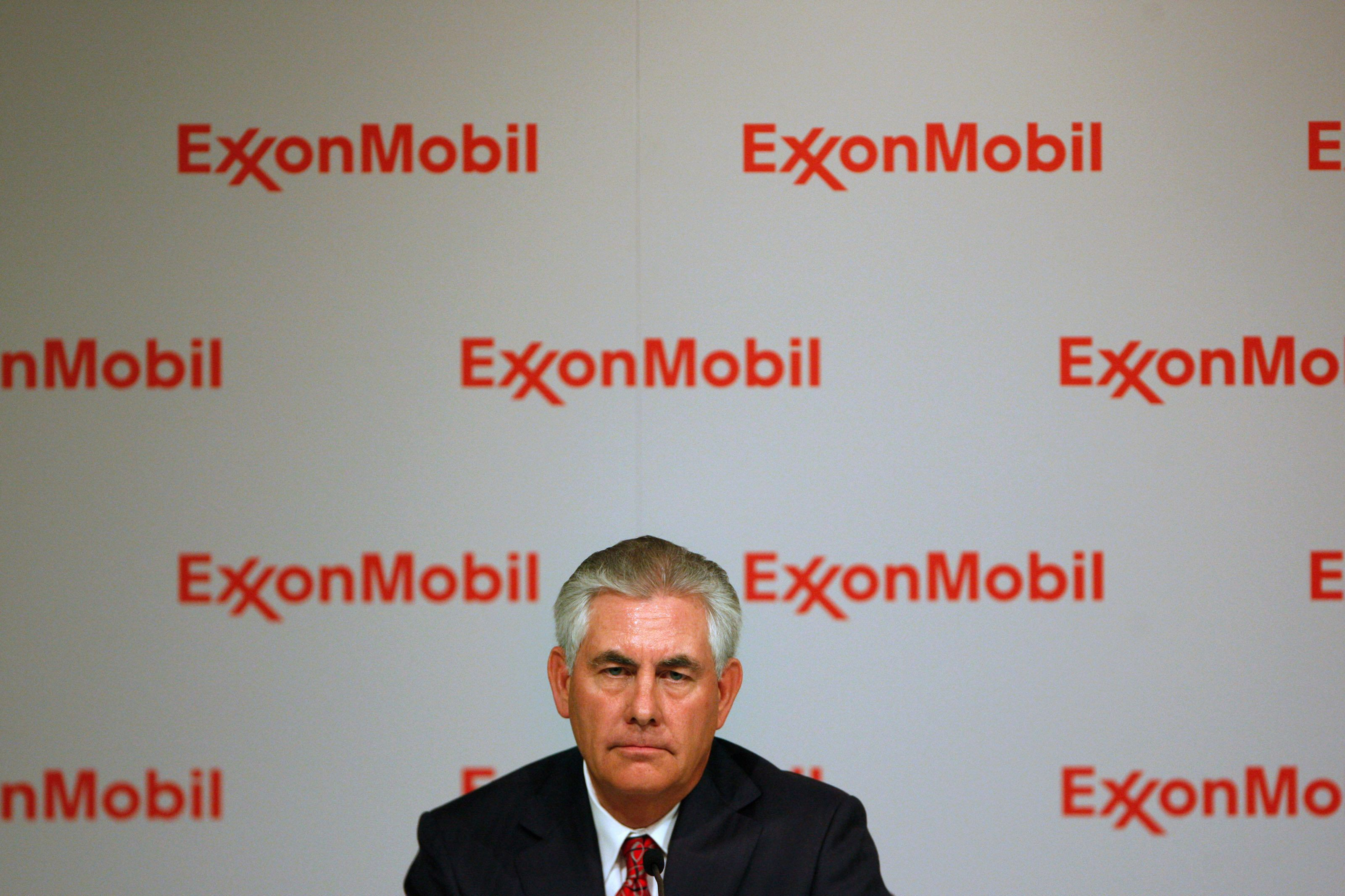 Exxon Mobil CEO Rex W. Tillerson addresses the media at a news conference at the conclusion of the Exxon Mobil Shareholders Meeting in Dallas, Texas May 27, 2009. REUTERS/Jessica Rinaldi (UNITED STATES BUSINESS SOCIETY)