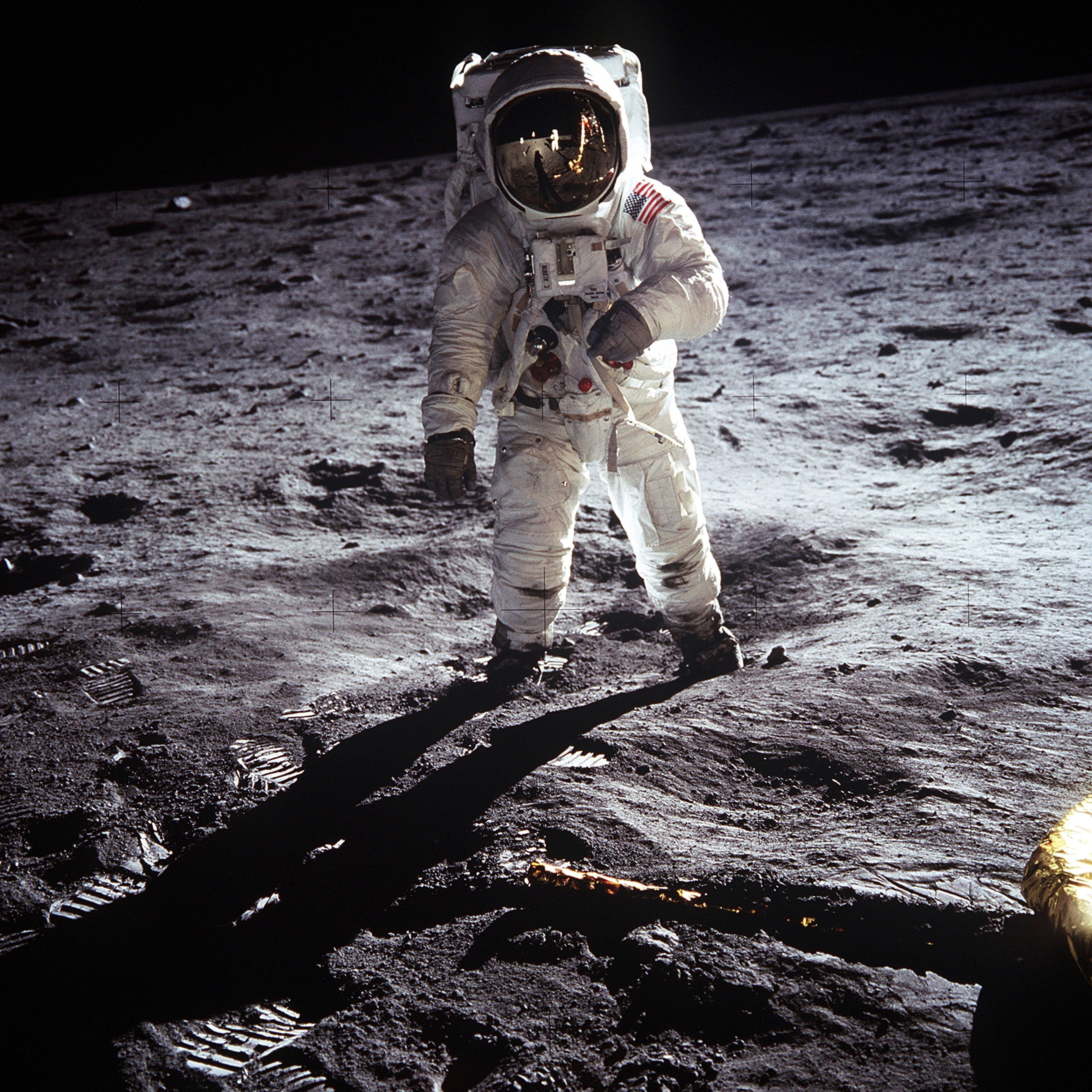 11 Proofs That The Apollo Moon Landings Were NOT