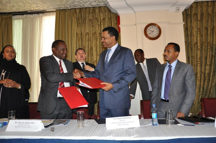 <em>Kenya's Minister Henry Rotich and Ethiopia's Minister </em><strong>Kassa Tekleberhan</strong> <em>exchange the joint agre