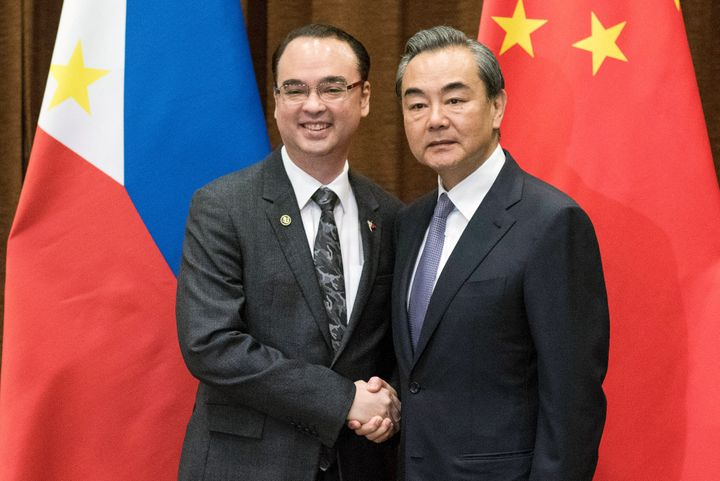 Chinese Foreign Minister Wang Yi (R) and Philippine Foreign Affairs Secretary Alan Peter Cayetano. June 29, 2017.