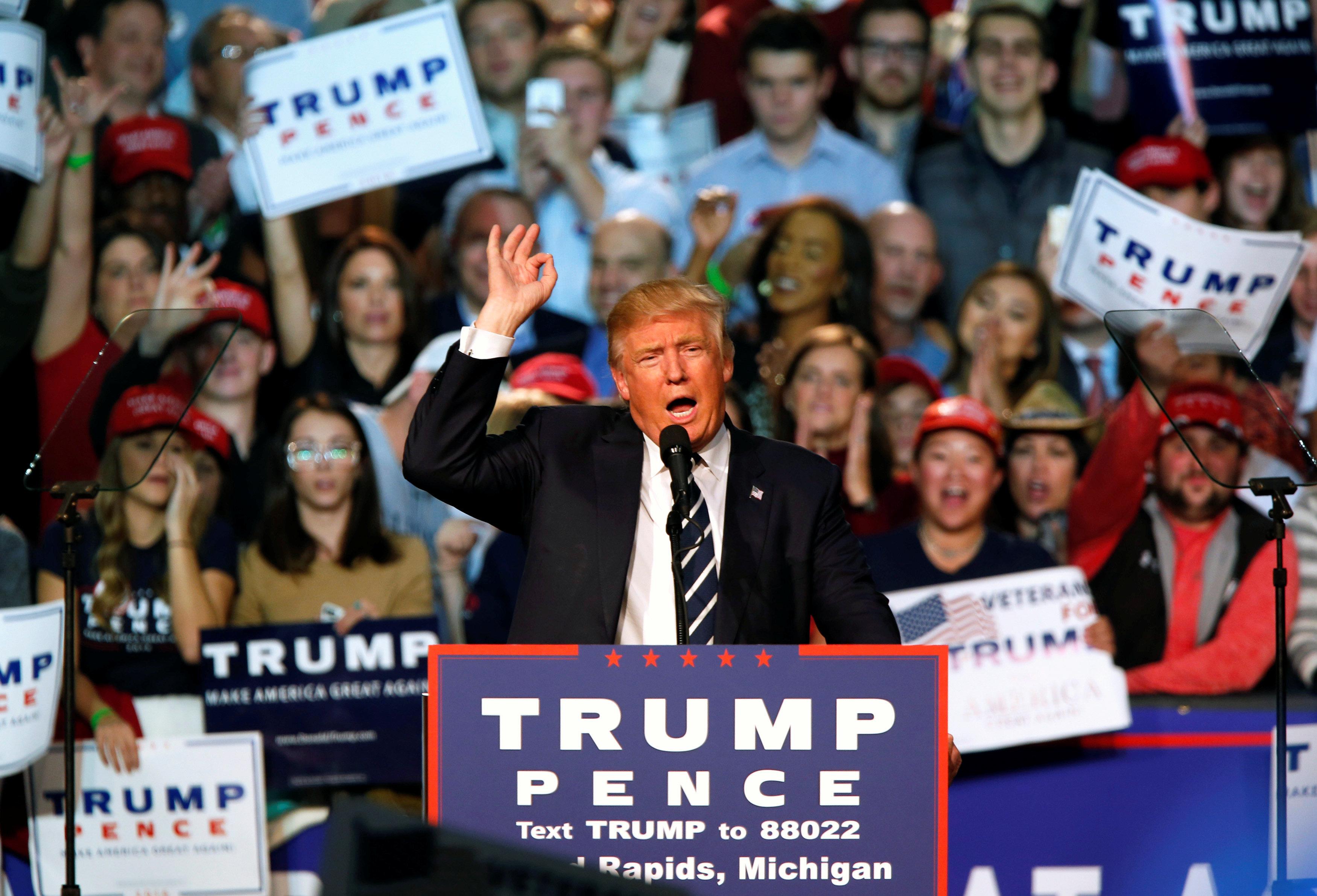 U.S. Republican presidential nominee Donald Trump speaks at his final campaign event at the Devos Place in Grand Rapids, Michigan November 8, 2016.  REUTERS/Rebecca Cook