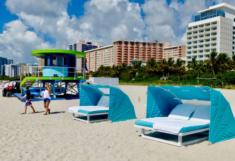 Cabinitas on the beach at the  The Palms Hotel & Spa are free when you book a treatment.