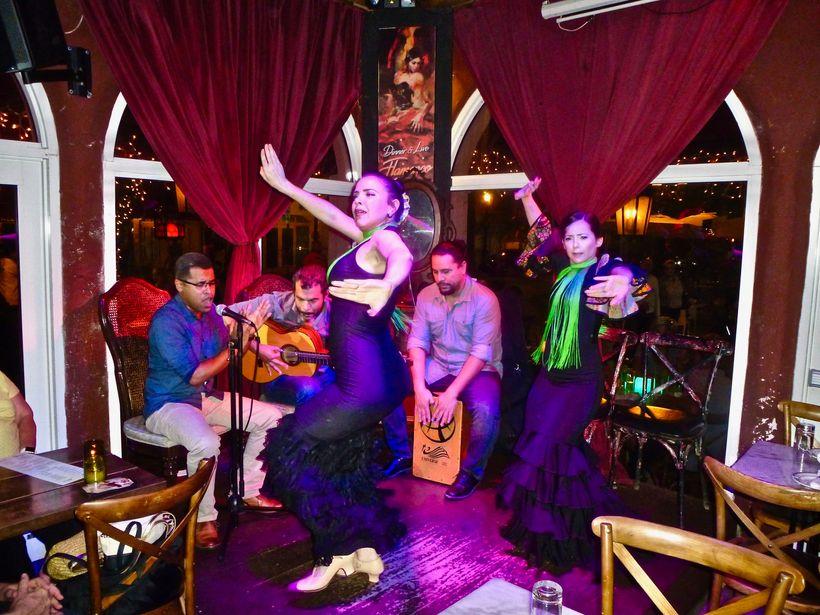 Flamenco shows bring the spirit of Spain into the restaurant Tapas & Tintos
