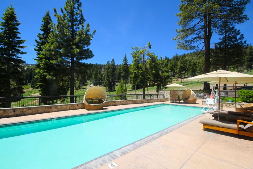 Adult-only spa pool at Ritz-Carlton Resort