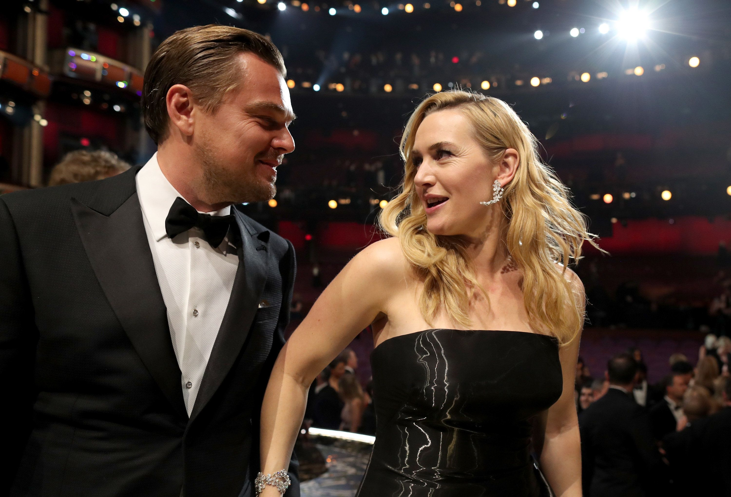 HOLLYWOOD, CA - FEBRUARY 28:  Actor Leonardo DiCaprio (L) and Kate Winslet attend the 88th Annual Academy Awards at Dolby Theatre on February 28, 2016 in Hollywood, California.  (Photo by Christopher Polk/Getty Images)