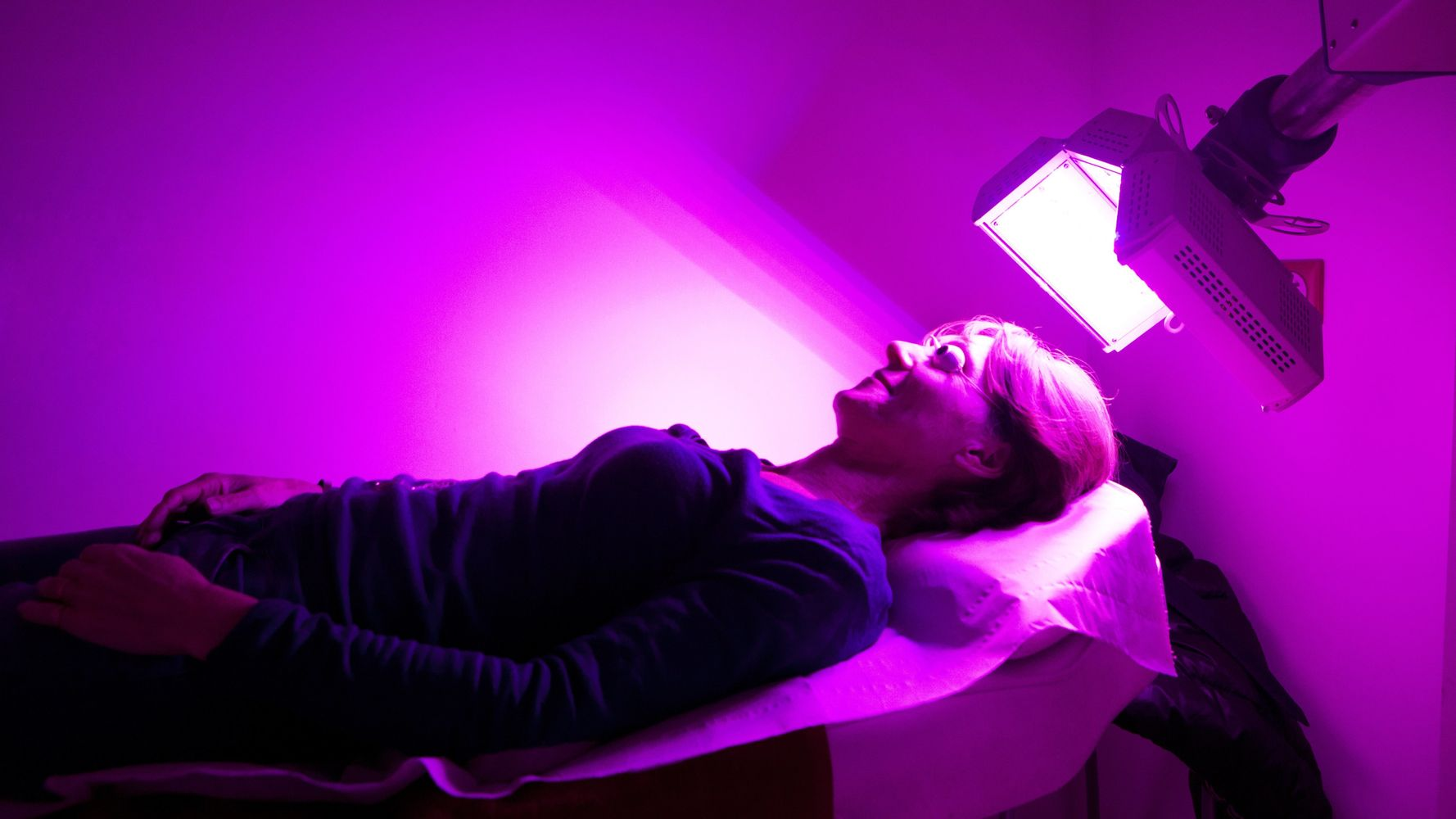 Dermatologists Explain How Light Therapy Works To Treat Acne