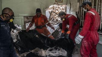 MOSUL, IRAQ - JULY 22: Iraqi Civil Defence workers recover the body of a dead civilian in the destroyed Old City district on July 22, 2017 in Mosul, Iraq. (Photo by Martyn Aim/Corbis via Getty Images)