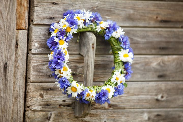 "Greet your guests in style wi<a href=""https://www.etsy.com/search?q=summer%20wreaths"" target=""_blank"">th a summer wreath</a>."