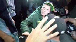 Justin Bieber golpea a un fotógrafo con su