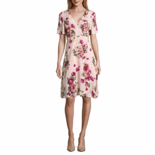 "Get the <a href=""http://www.jcpenney.com/p/renn-short-sleeve-floral-wrap-dress/ppr5007203838?pTmplType=regular&country=US"