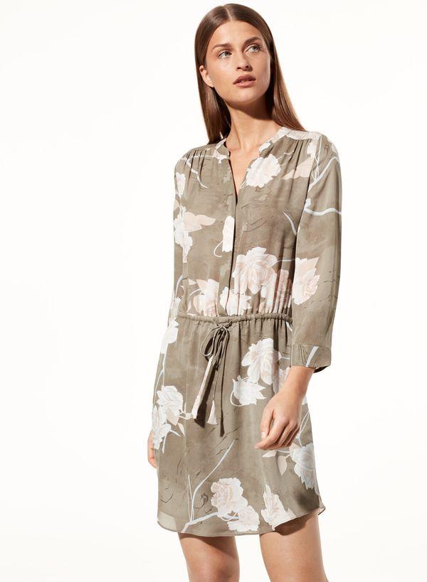 """Get the <a href=""""http://us.aritzia.com/product/bennett-dress/61735.html?dwvar_61735_color=12827"""" target=""""_blank"""">Aritzia benn"""