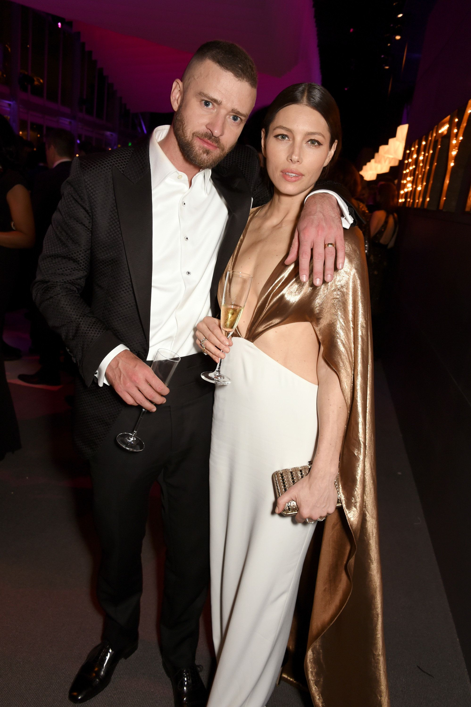 BEVERLY HILLS, CA - FEBRUARY 26: (EXCLUSIVE ACCESS, SPECIAL RATES APPLY) Singer/actor Justin Timberlake (L) and actor Jessica Biel attend the 2017 Vanity Fair Oscar Party hosted by Graydon Carter at Wallis Annenberg Center for the Performing Arts on February 26, 2017 in Beverly Hills, California.  (Photo by Dave M. Benett/VF17/WireImage)