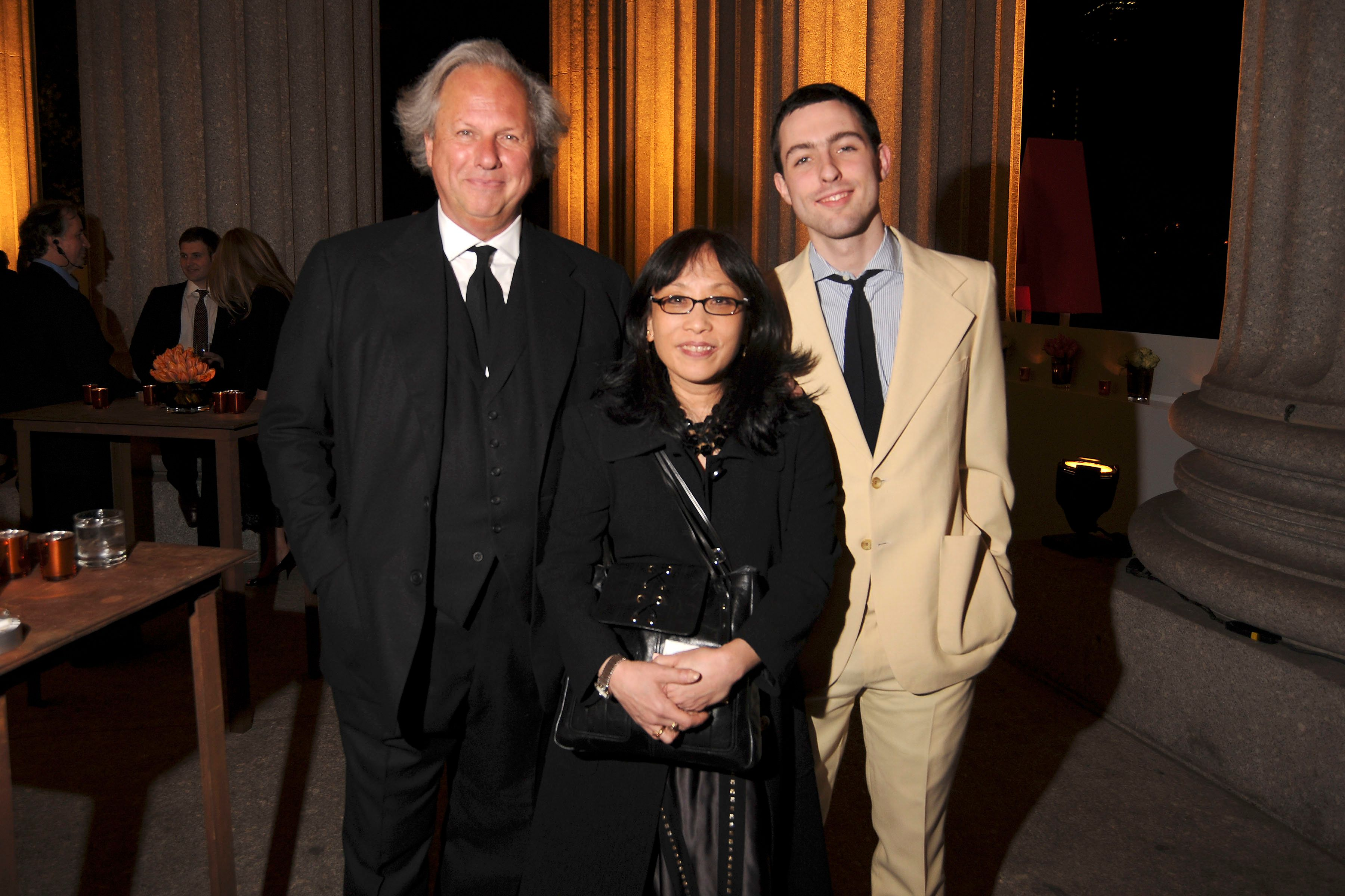 NEW YORK CITY, NY - APRIL 22: (L-R) Graydon Carter, Michiko Kakutani and Ash Carter attend VANITY FAIR & Tribeca Film Festival Party hosted by GRAYDON CARTER, ROBERT DE NIRO and RONALD PERELMAN at The State Supreme Courthouse on April 22, 2008 in New York City. (Photo by BILLY FARRELL/Patrick McMullan via Getty Images)
