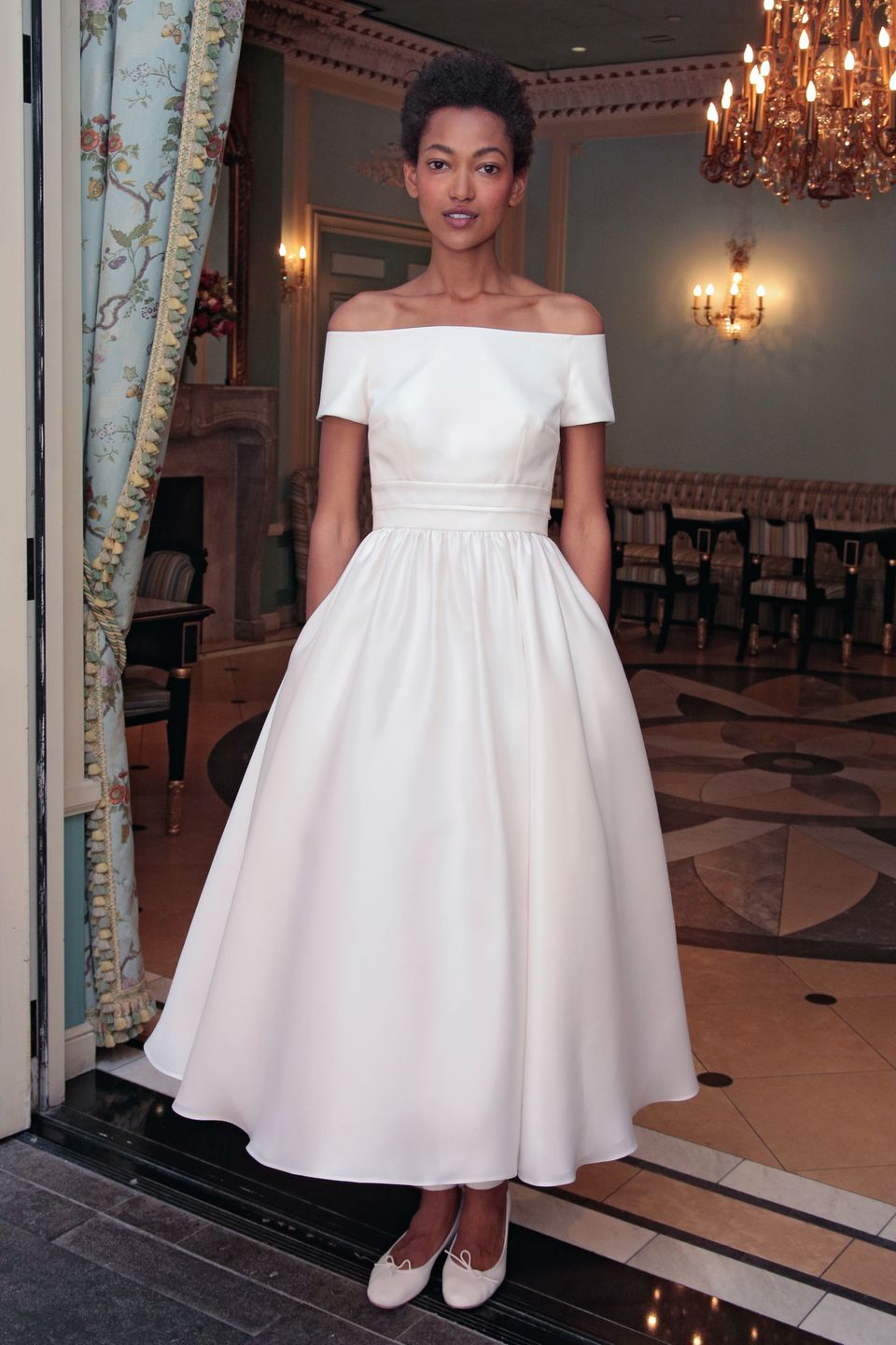 24 Wedding Dresses With Pockets For The Effortlessly Cool Bride