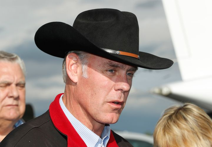 "Interior Secretary Ryan Zinke reportedly delivered a ""troubling message"" to Sen. Lisa Murkowski in respo"