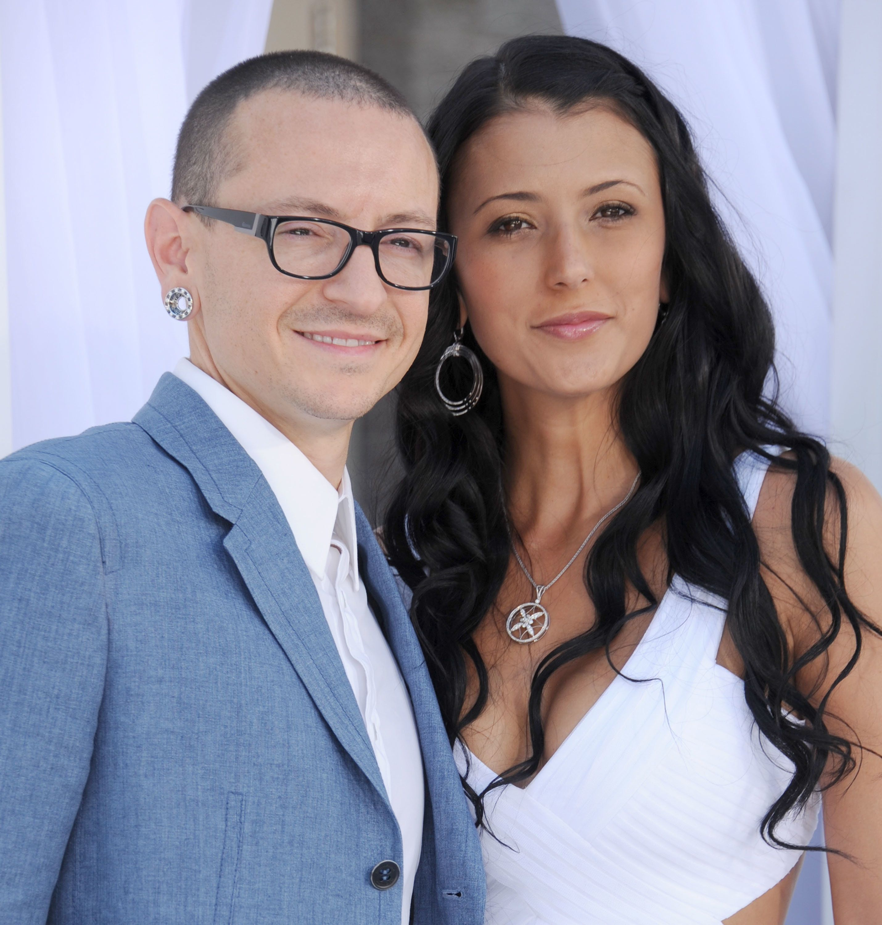 LAS VEGAS, NV - MAY 20:  Musician Chester Bennington of Linkin Park and wife Talinda Ann Bentley arrive at the 2012 Billboard Music Awards at MGM Grand on May 20, 2012 in Las Vegas, Nevada.  (Photo by Gregg DeGuire/WireImage)