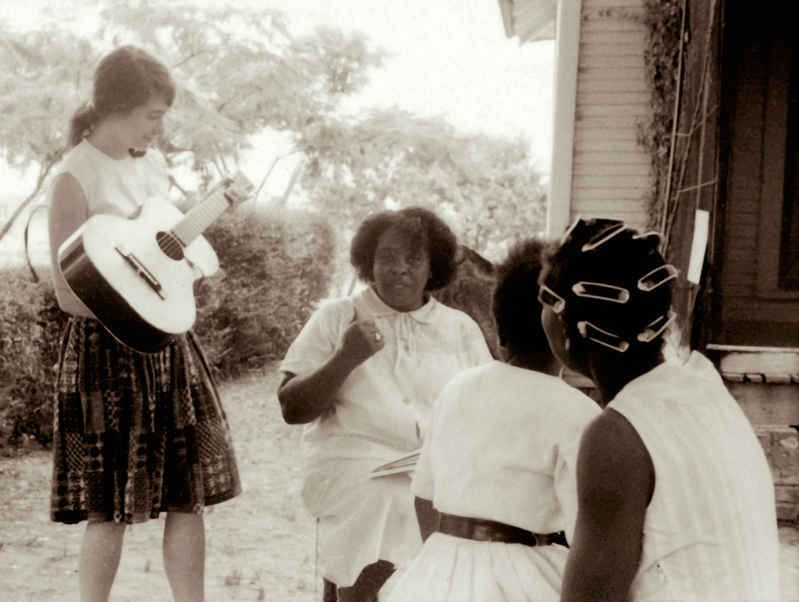 Heather Booth (left) with civil rights leader Fannie Lou Hamer in  Mississippi, 1964