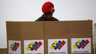 A soldier casts his ballot during the Constituent Assembly election in Caracas, Venezuela, July 30, 2017. REUTERS/Carlos Garcia Rawlins